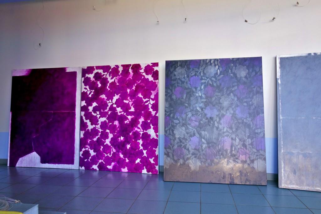 Juste avant l'accrochage de l'œuvre de Daniel BAMBAGIONI à la Galerie Bleue