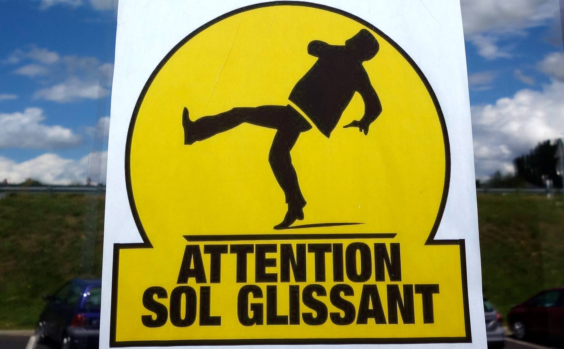 Panneau attention sol glissant