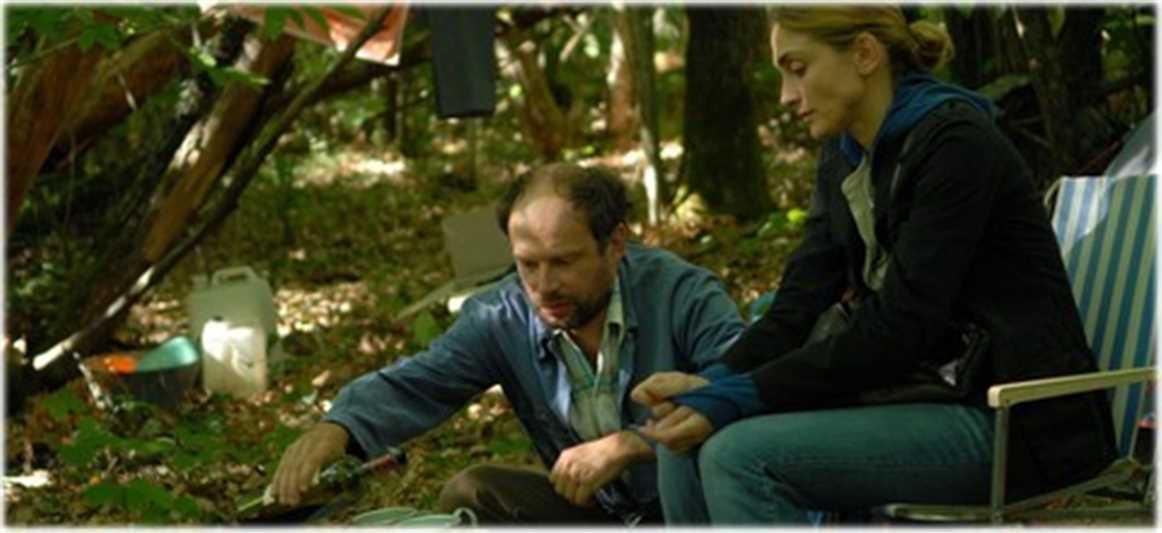 Deux précaires dans la mouise, dans le film huit fois debout.