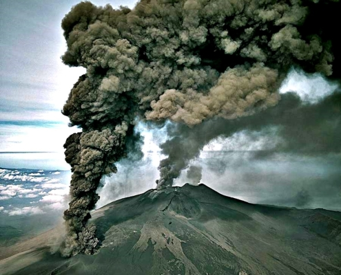 Fumées noires de l'Etna en irruption