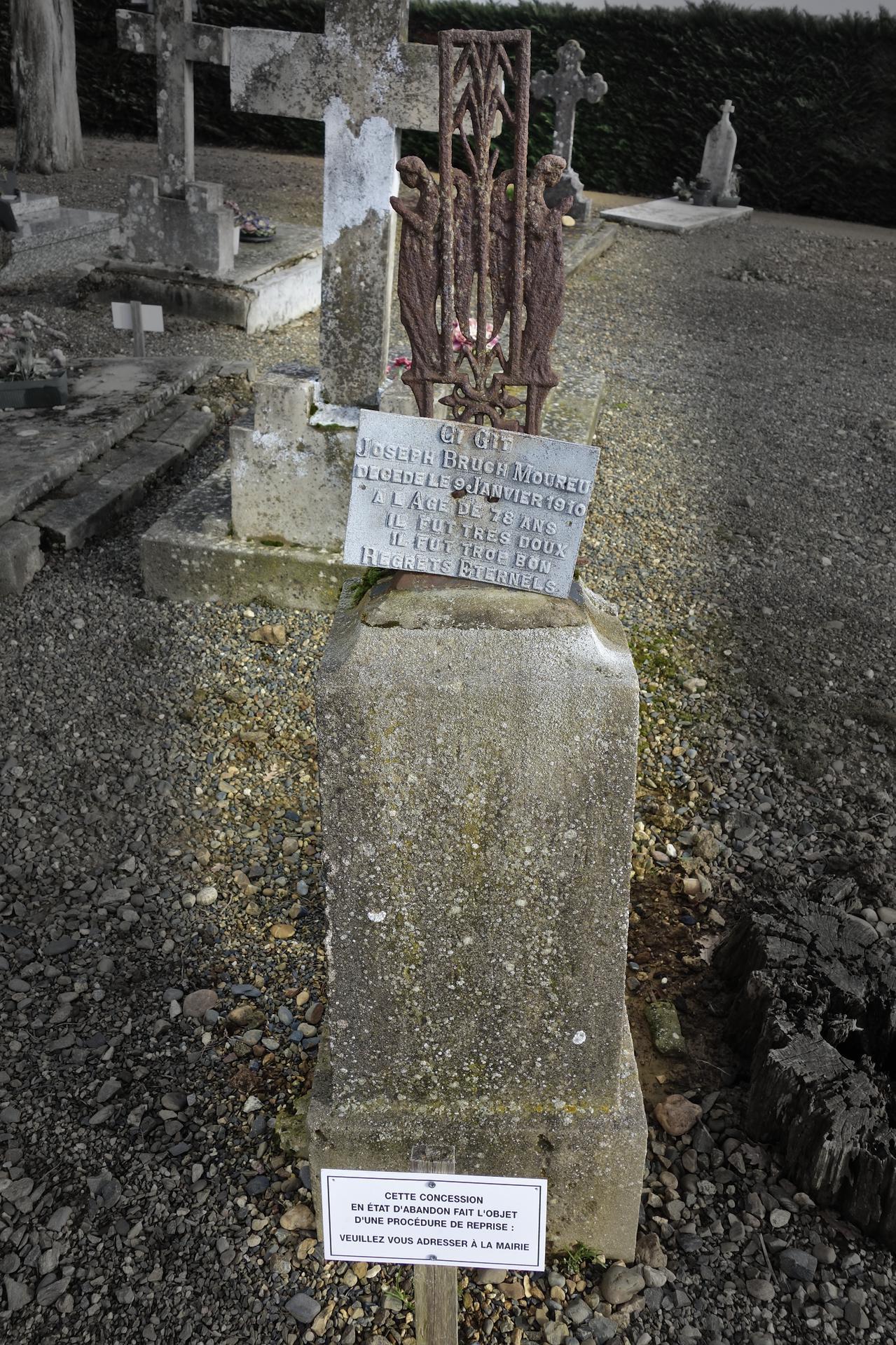 Épitaphe élogieuse sur une tombe abandonnée sous procédure de reprise